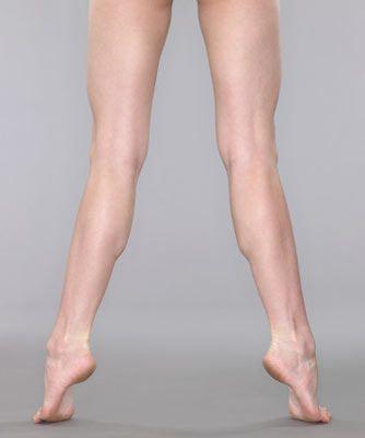 """15 dakikada biçimli bacaklar  Sezonun en """"top"""" parçası şortlara bayılıyor, ancak bacaklarına güvenemediğin için giymeye cesaret edemiyorsan, bu egzersizler tam sana göre! Günde sadece 15 dakikanı harcayarak kıskanılası bacaklara sahip olabilirsin."""
